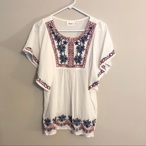 Yoyo5 Embroidered Flowy Tunic Top
